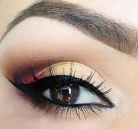 maquillaje dorado con rosado para ojos cálidos