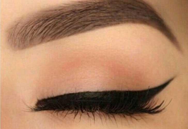 maquillaje para ojos con delineador