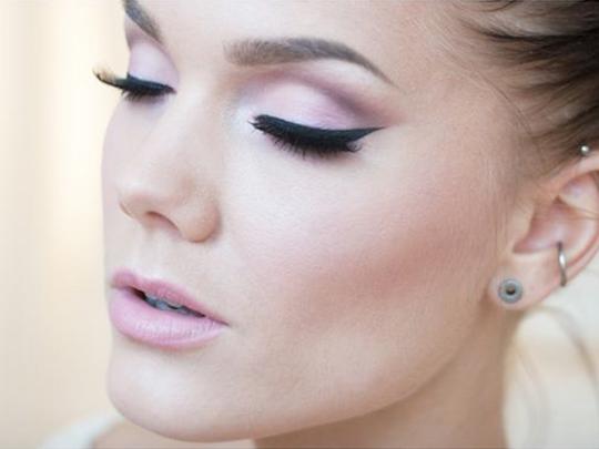 maquillaje para chica de apariencia pálida