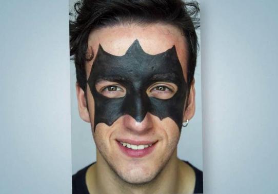 maquillaje de batman para hombre joven
