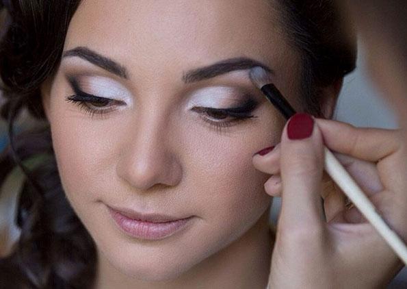 maquillaje glossy eyes para noche
