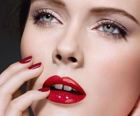 color de labios intenso para ojos chicos