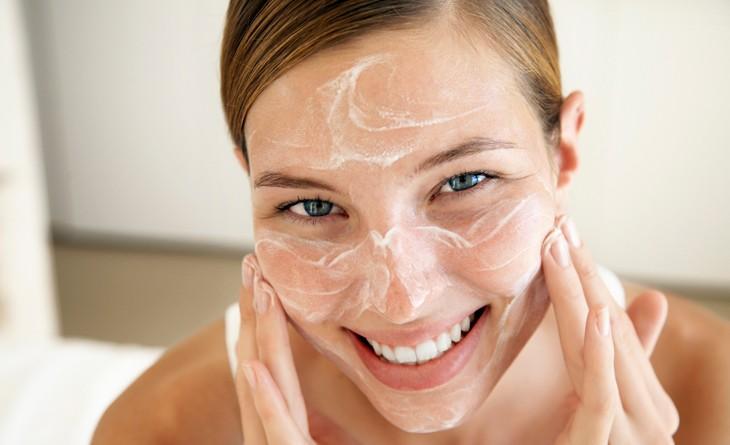 aplicar cremas hidratantes para tu rostro