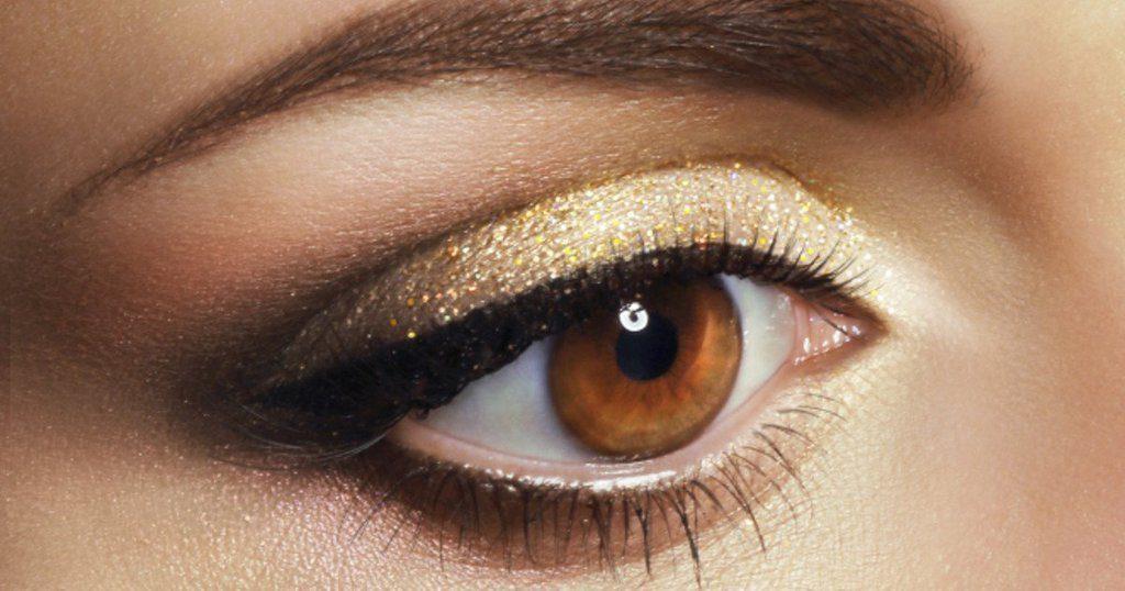 maquillaje brilloso para ojos marrónes
