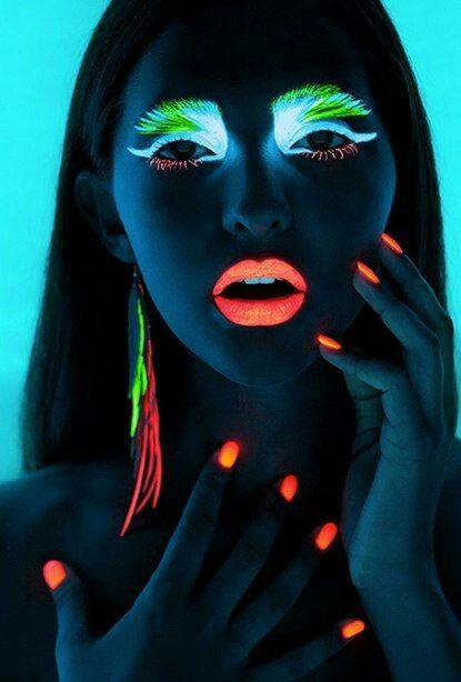 maquillaje de colores fluo para halloween