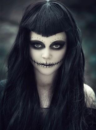 maquillaje oscuro para mujer en halloween