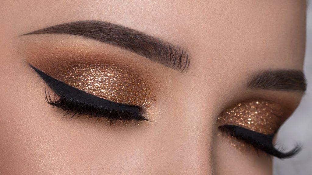 maquillaje de ojos brillante