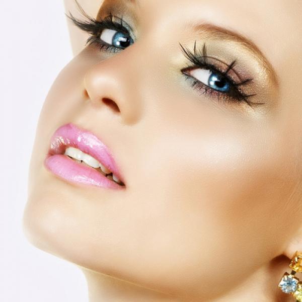 sombra dorada y ojos azules