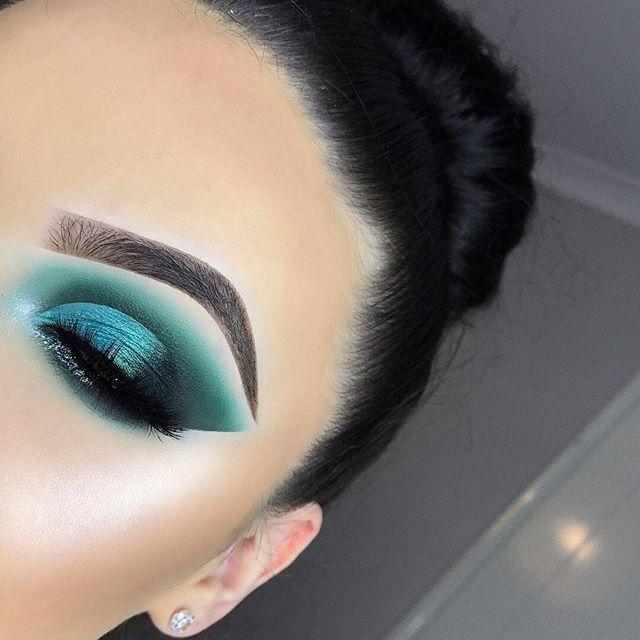 sombra de color intenso azul