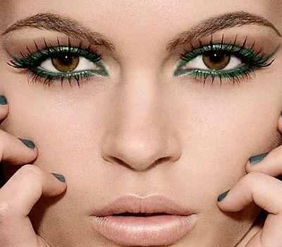 maquillaje en tonos coloridos para ojos marrones
