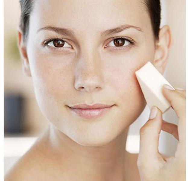 aplica una base de maquillaje