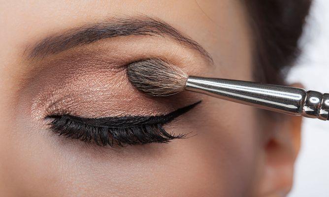 tutorial de maquillaje - aplica sombras