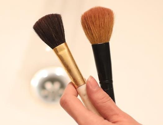 resultado de limpiar brochas de maquillaje