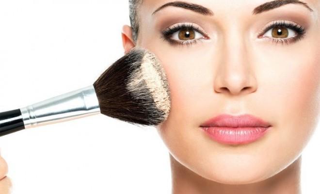 tutorial de maquillaje - aplica polvos translúcidos