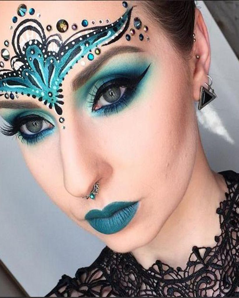 maquillaje fantasía mujer azul