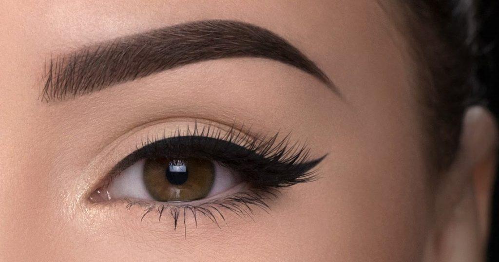 maquillaje natural para ojos con delineador