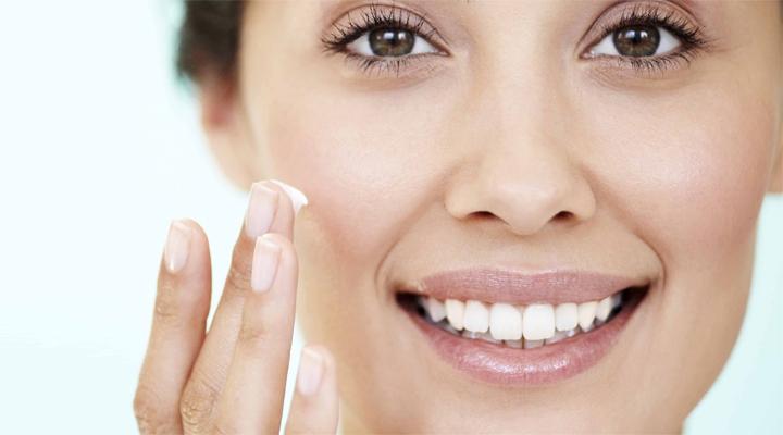 maquillaje natural diario - aplica una prebase