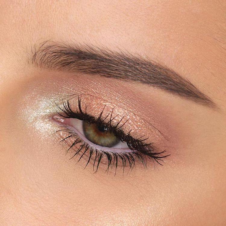 sombra e iluminador para maquilla natural