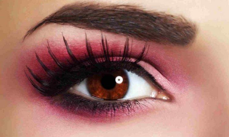 sombra rosa intenso para maquillaje de noche