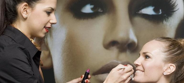 curso de maquillaje profesional essae formación madrid