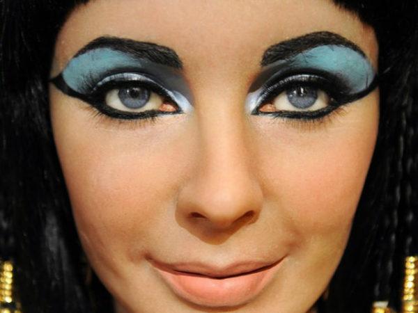 maquillaje egipcio de ojos sencillo