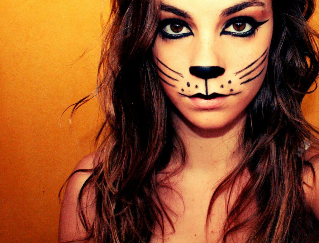 maquillaje gato con pintura negra