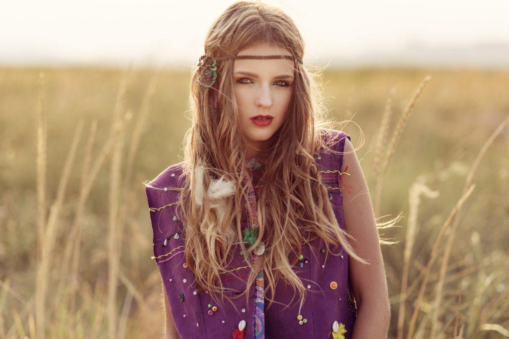 maquillaje hippie con cinta