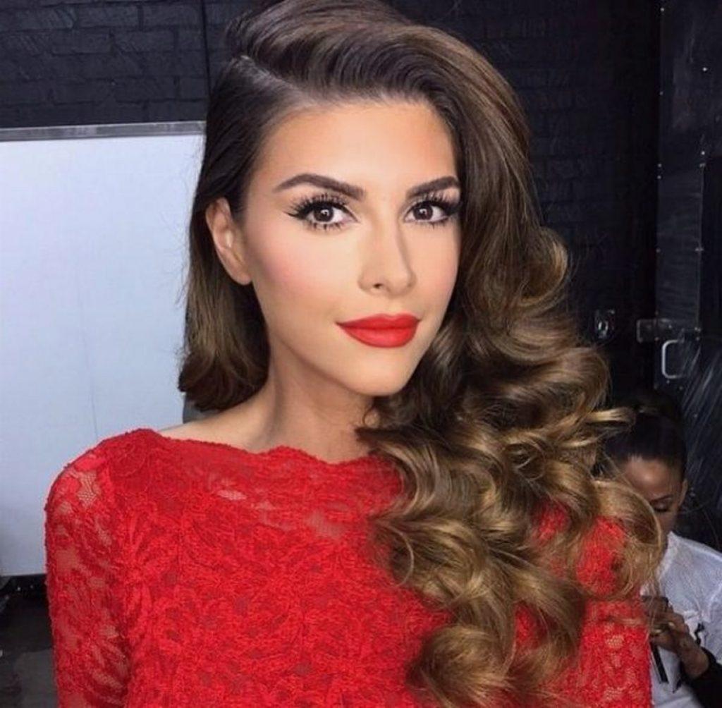 maquillaje y vestido rojo perfectos