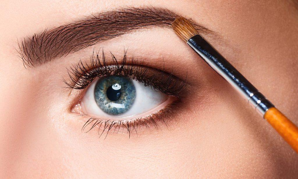 maquillar cejas sencillo