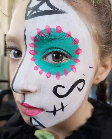 maquillaje medio rostro