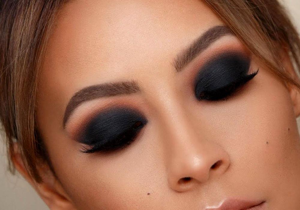 ojos ahumados con maquillaje