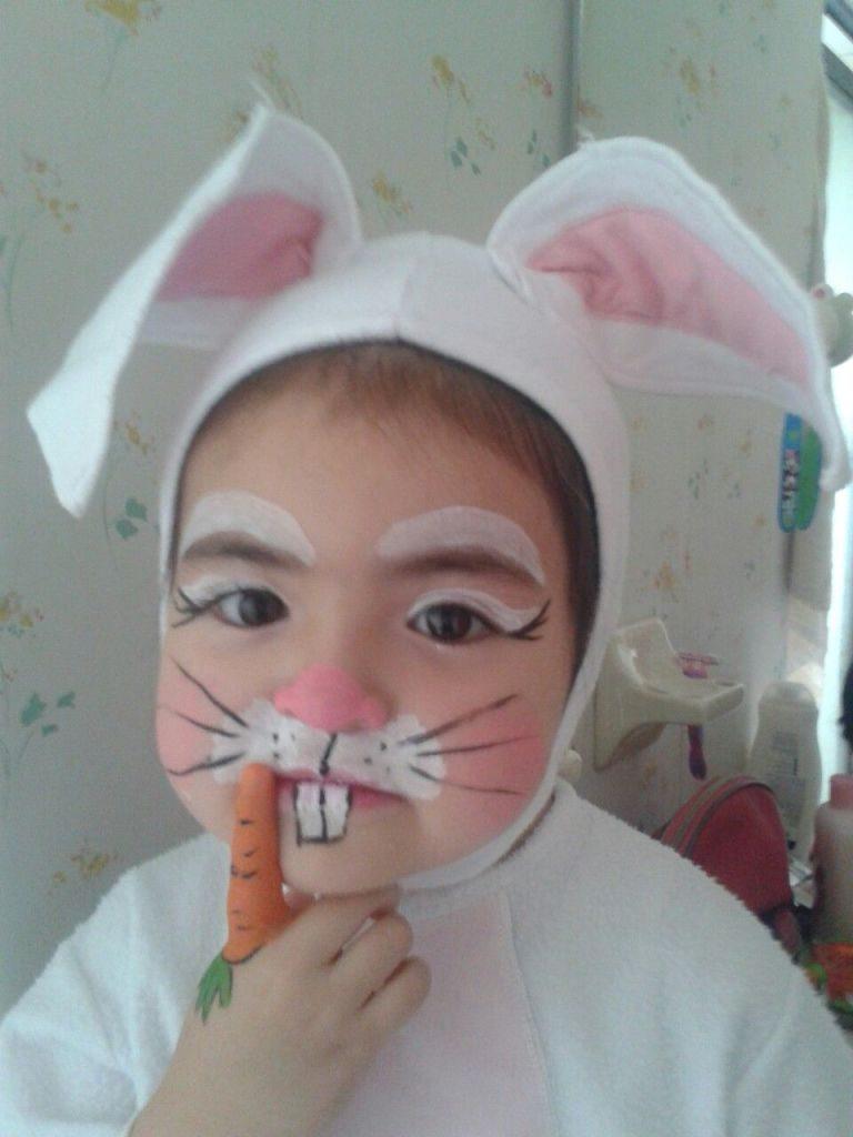 conejo maquillaje zanahoria niña