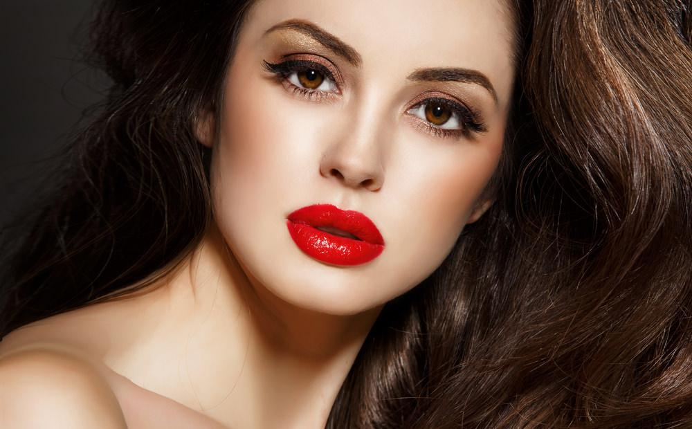 maquillaje labios rojos verano