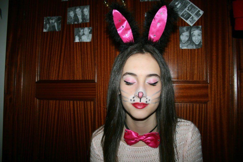 maquillaje labios rojos conejo